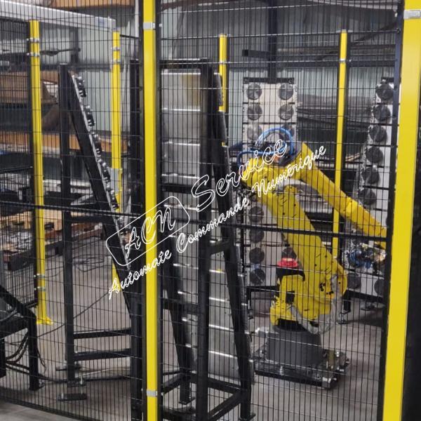 Robot de chargement d'un centre d'usinage 4 axes
